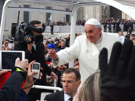 http://endoftheamericandream.com/wp-content/uploads/2015/09/Pope-Francis-Public-Domain-460x345.jpg