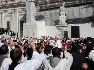 Es el Papa Francis sentar las bases para una única religión mundial?  - Foto de Fczarnowski